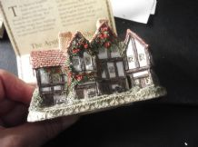 COLLECTABLE COTTAGE WITH ORIGINAL DEED DAVID WINTER APOTHECARY SHOP 1985